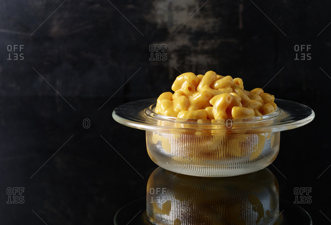 Mac and cheese in a glass bowl