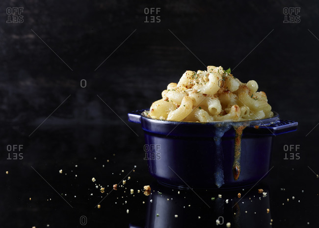 Macaroni and cheese in a blue enamel ramekin