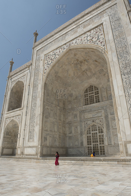 Woman tourist in traditional attire in front of Taj Mahal