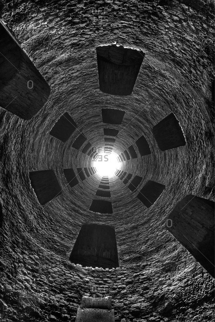 View upwards of 16th century well, Orvieto, hilltop town, province of Terni, Umbria, Italy
