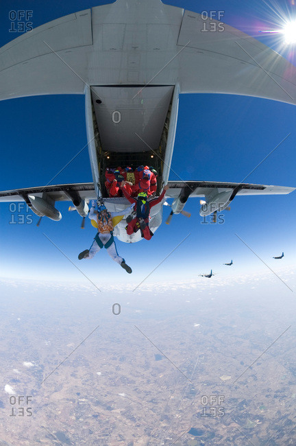 Parachute jumpers trying to make a world record in formation jump