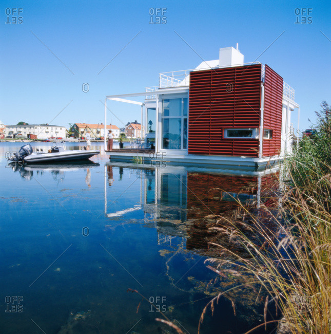 A modern houseboat, Smaland - Offset