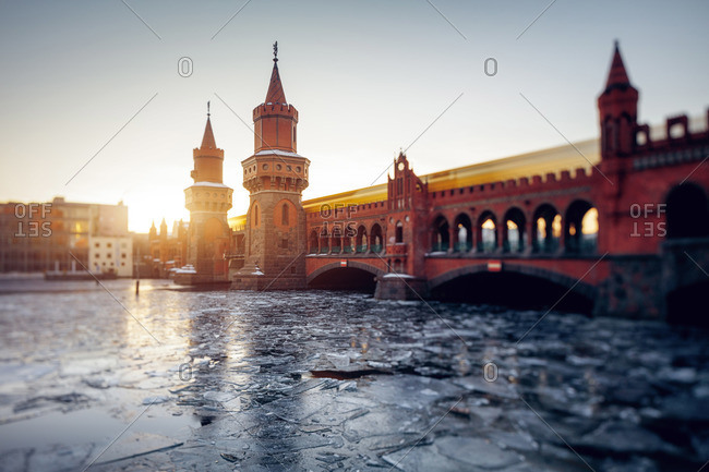 Berlin Oberbaumbr�cke Kreuzberg with frozen Spree river, Berlin, Germany