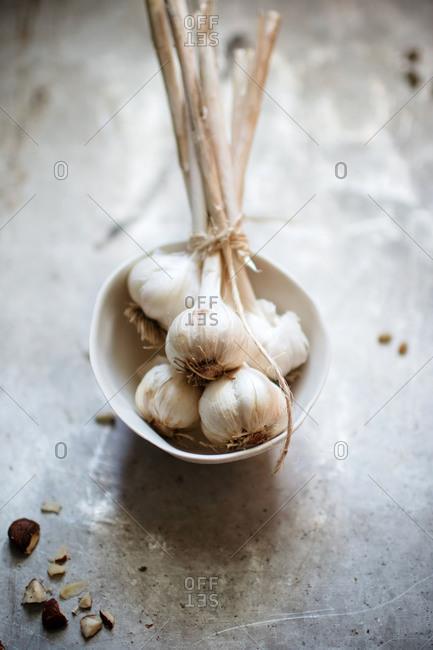 Bundle of garlic bulbs in a white dish