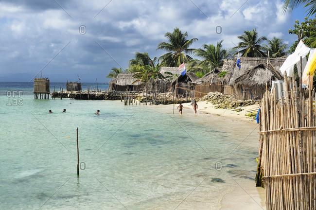 Beach and huts at San Blas Islands