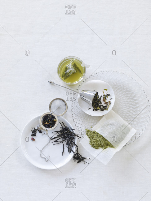 Loose leaf tea assembly