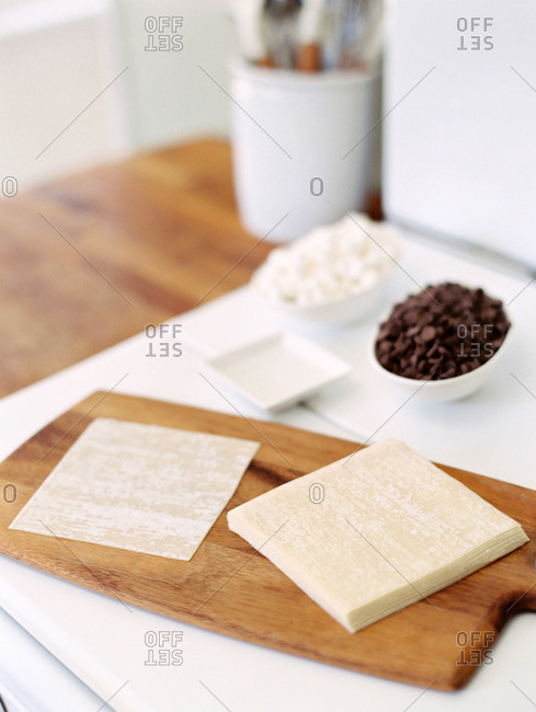 Ingredients for chocolate chip and marshmallow wontons