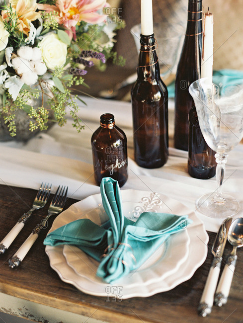 Reception place setting with brown glass bottles