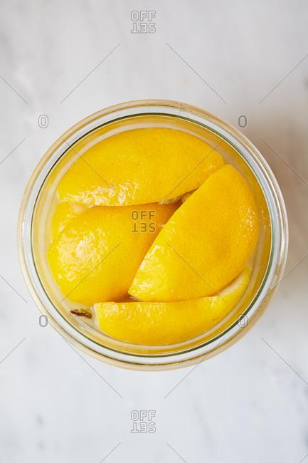 Slices of lemon in a canning jar for preserves