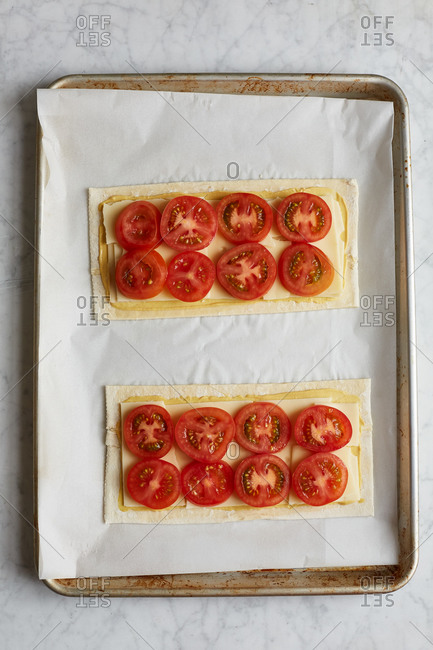 Tomato tart with cheese and mustard