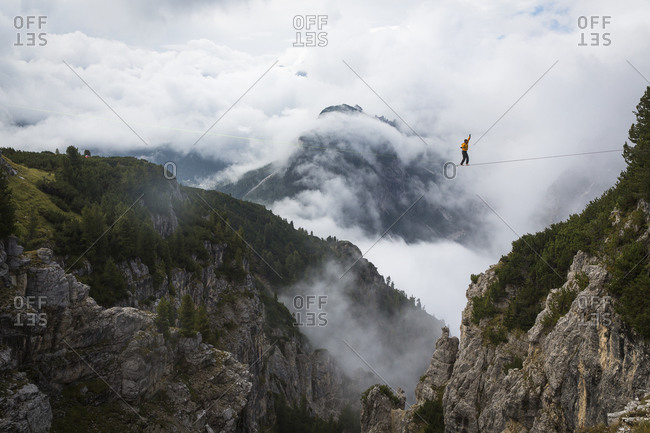Highline Athlete in the dolomites