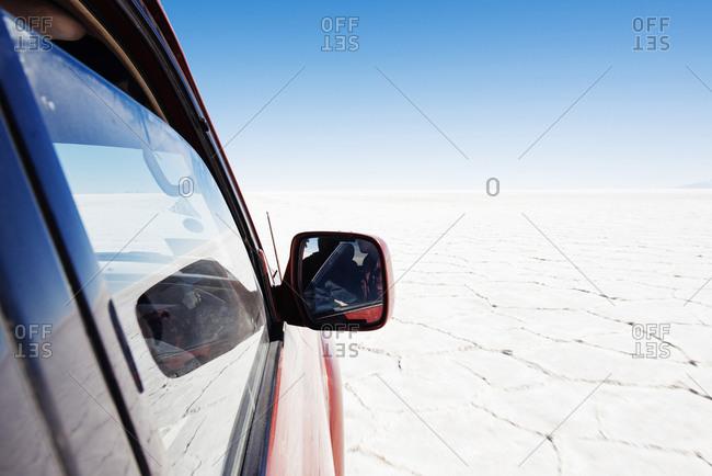 4x4 crossing Salar de Uyuni, Altiplano, Atacama