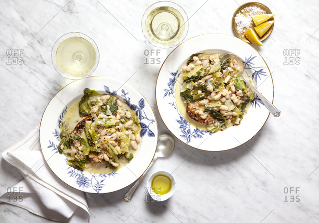 Cannellini beans and escarole with lemon served with white wine