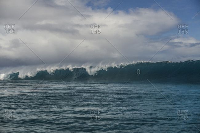Large waves in the Pacific Ocean by Moorea Island, French Polynesia