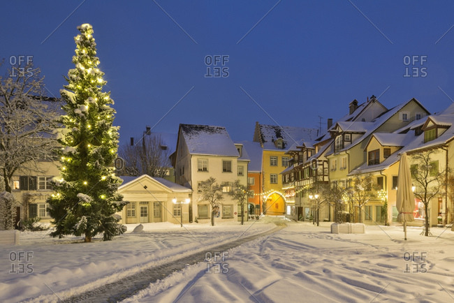 Christmas tree at the snow covered Schlossplatz