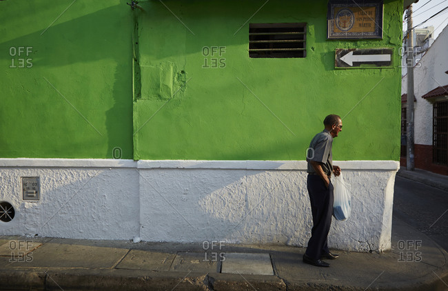 Elderly man with bag in Cartagena, Colombia
