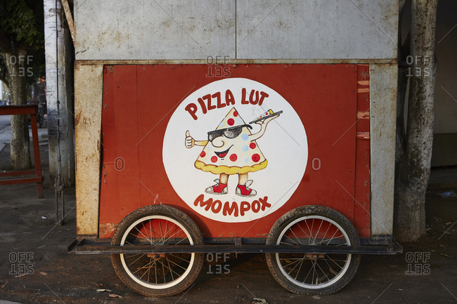 Mobile pizza cart in Mompox, Colombia