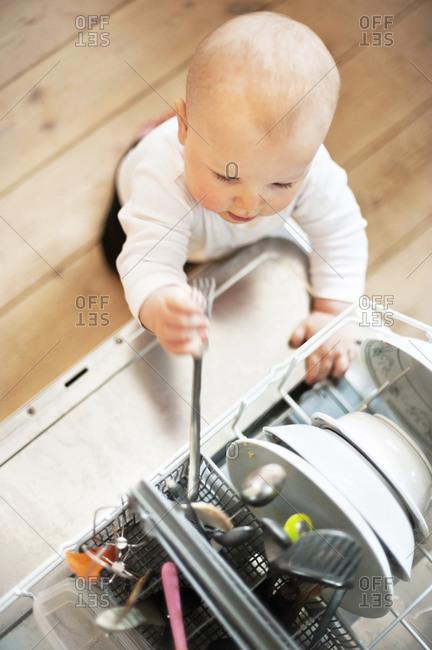 Baby playing near dishwasher - Offset