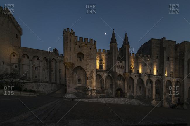 Palais des Papes at night