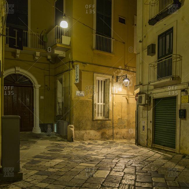 Italy, Apulia, Monopoli, Piazza at night