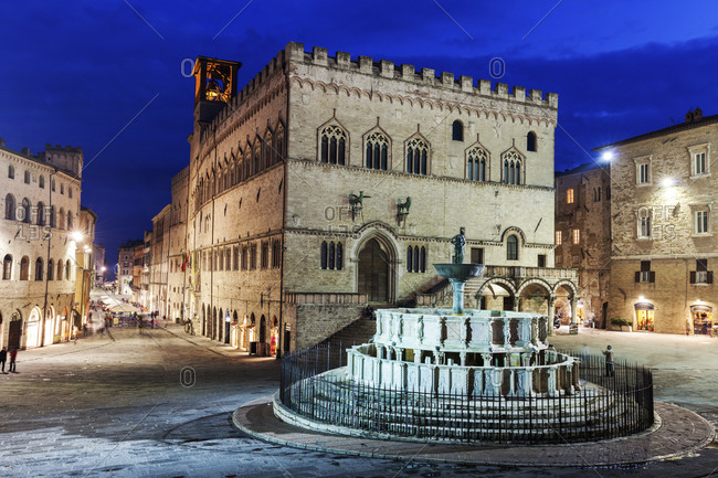 Maggiore Fountain on illuminated Piazza IV Novembre