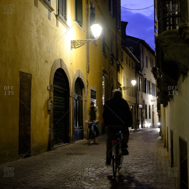 - April 5, 1904: Cyclist in narrow Italian street