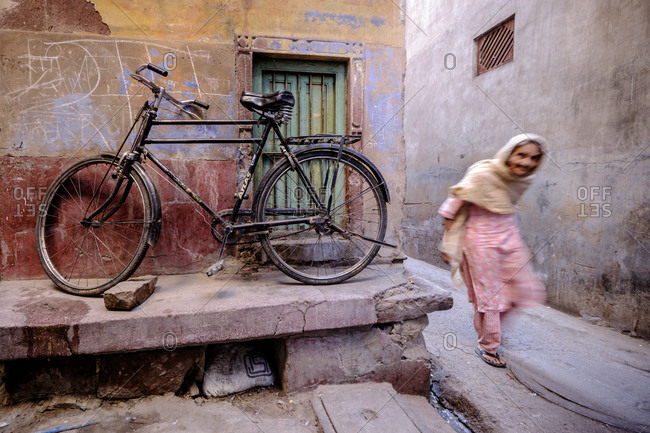 - April 5, 1904: Old woman in street, Jodhpur, India
