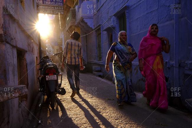 - April 5, 1904: People in sunlight in Jodhpur, India