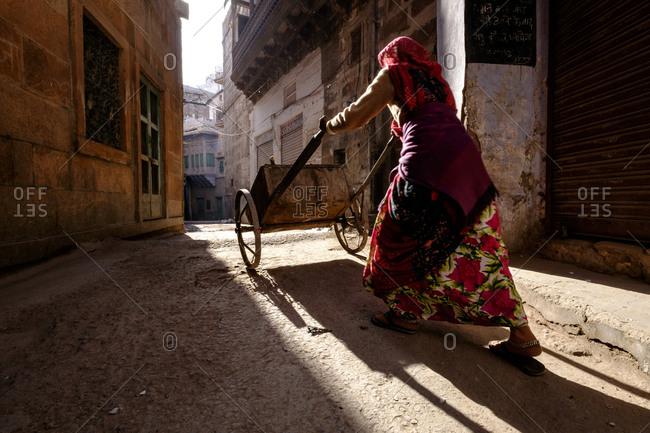 - April 5, 1904: Woman pushing cart in Indian street