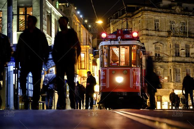 - April 5, 1904: Street car in Istanbul, Turkey