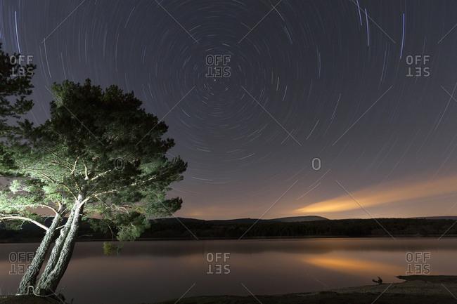 Spain, Soria, starry sky at reservoir of La Cuerd la del Pozo