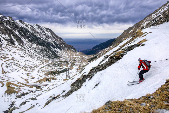 Romania, Southern Carpathians, Fagaras Mountains, skier in winter landscape