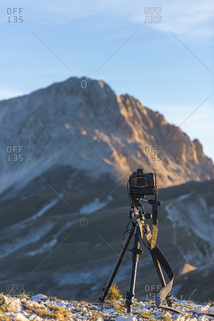 Italy, Abruzzo, Gran Sasso e Monti della Laga National Park, Camera on tripod in front of peak Corno Grande