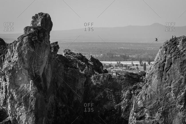 Man highlining between rocky mountain cliffs in Oregon