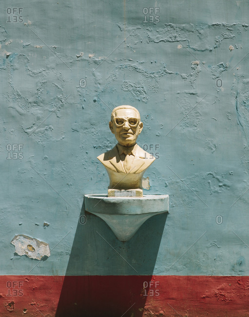 Bust of a famous Argentine poet on wall