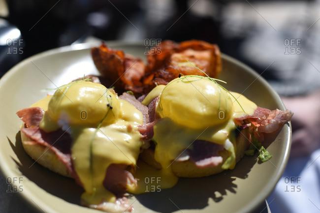 Eggs Benedict on a ceramic plate