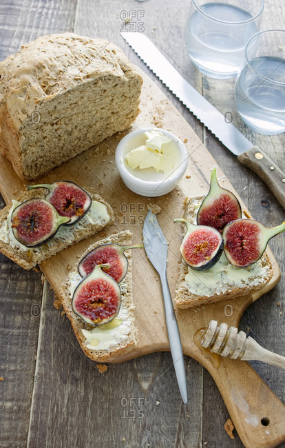 Figs with honey on homemade whole meal bread