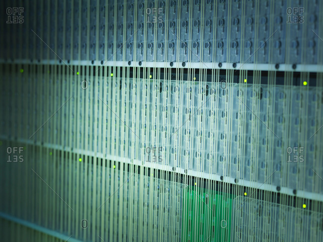 Electronics in carbon fibre loom