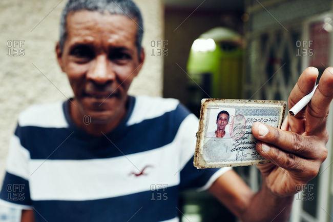 Havana 2015 Photo Holding Stock Id - Offset Card Man December Cuba 7