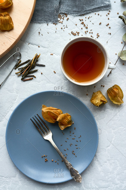 Tea and persimmon leaves