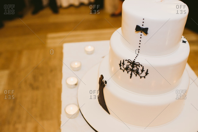 Wedding cake with silhouette of a couple and a chandelier