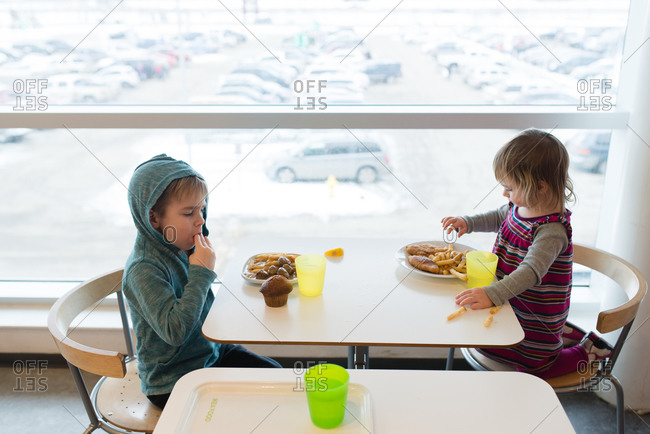 Kids eating meal by large table