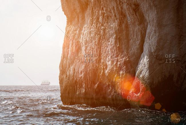 Sea at bottom of cliff, Capri, Napoli, Campania, Italia