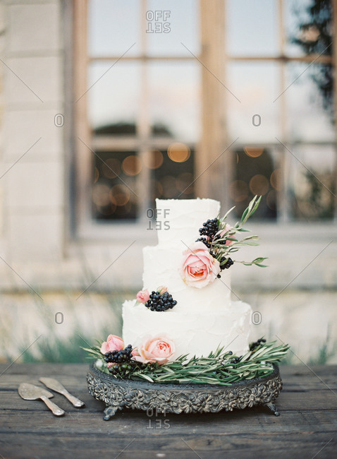 Wedding cake with pink roses and berries