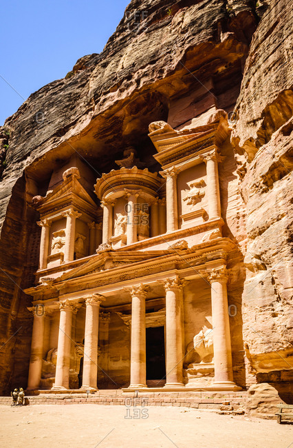 Al Khazneh building carved into cliff face, Petra, Jordan, Jordan