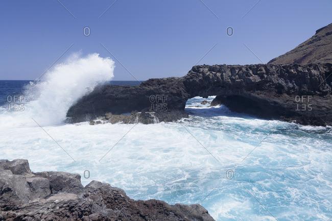 Rock arch, Charco Manso Bay, Punta Norte near Echedo, UNESCO biosphere reserve, El Hierro, Canary Islands, Spain