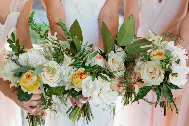 Bridesmaids with rose bouquets