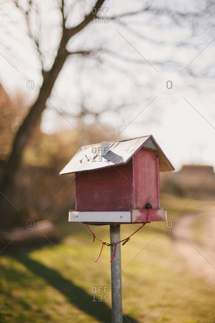 A birdhouse on a post