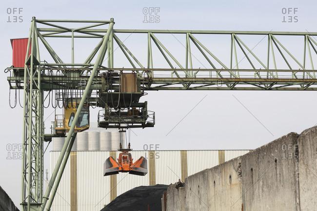 Crane bridge and grab in port