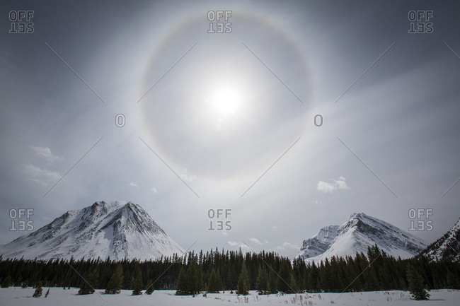 Sun halo over mountains - Offset